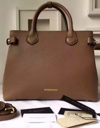 2017-Burberry-Original-47191885-114